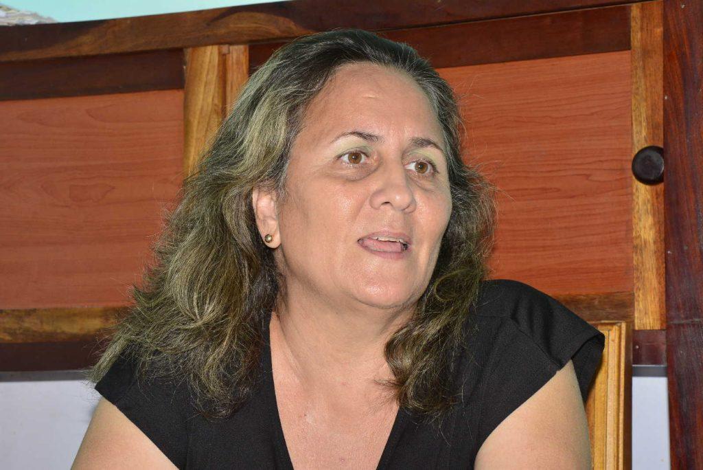 """""""Aunque en el bufete divorciamos, nosotros abogamos porque las personas se casen legalmente"""", sostiene la jurista Elizabeth Figueroa."""