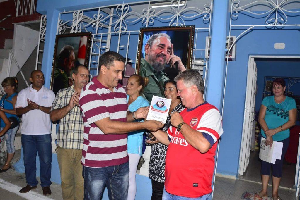 El reconocimiento a cederistas destacados se extendió por toda la provincia. (Foto: Vicente Brito / Escambray)