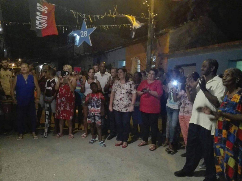 Las principales autoridades de la provincia compartieron con los trinitarios la fiesta popular por el aniversario 59 de los CDR. (Foto: Ana Martha Panadés)
