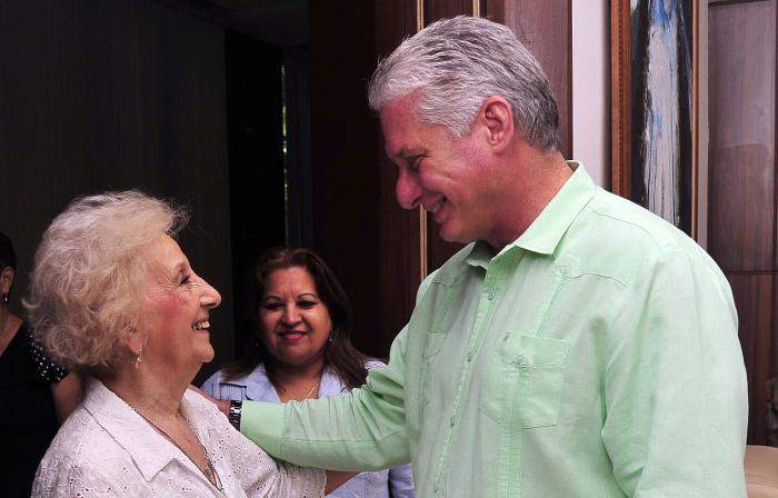El presiente cubano y la luchadora argentina sostuvieron un amistoso encuentro. (Foto: Estudios Revolución)