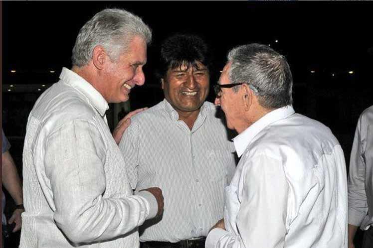 El contacto se produjo en tránsito del presidente boliviano por La Habana hacia Nueva York. (Foto: PL)
