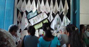Exposición de manifestaciones textiles en la galería Benito Ortíz