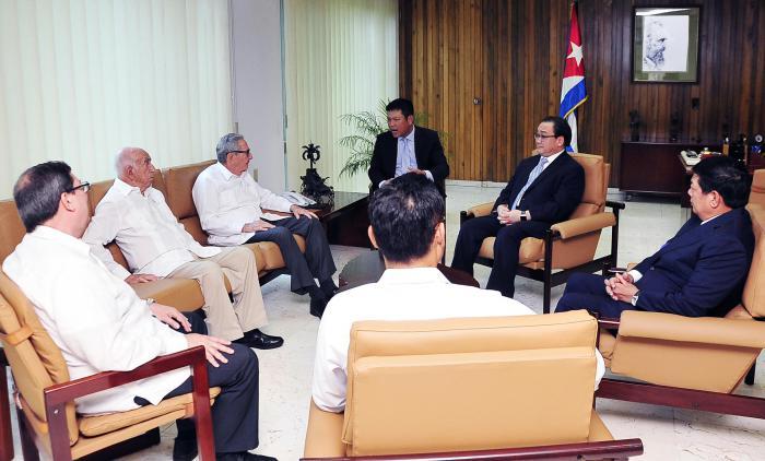 Invitado por el Comité Central del PCC, Hoang Trung Hai realiza una estancia oficial en Cuba. (Foto: Estudios Revolución)