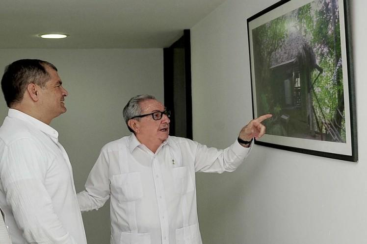 Durante su encuentro con Raúl, Correa reiteró su solidaridad con el pueblo cubano. (Foto: Estudios Revolución)
