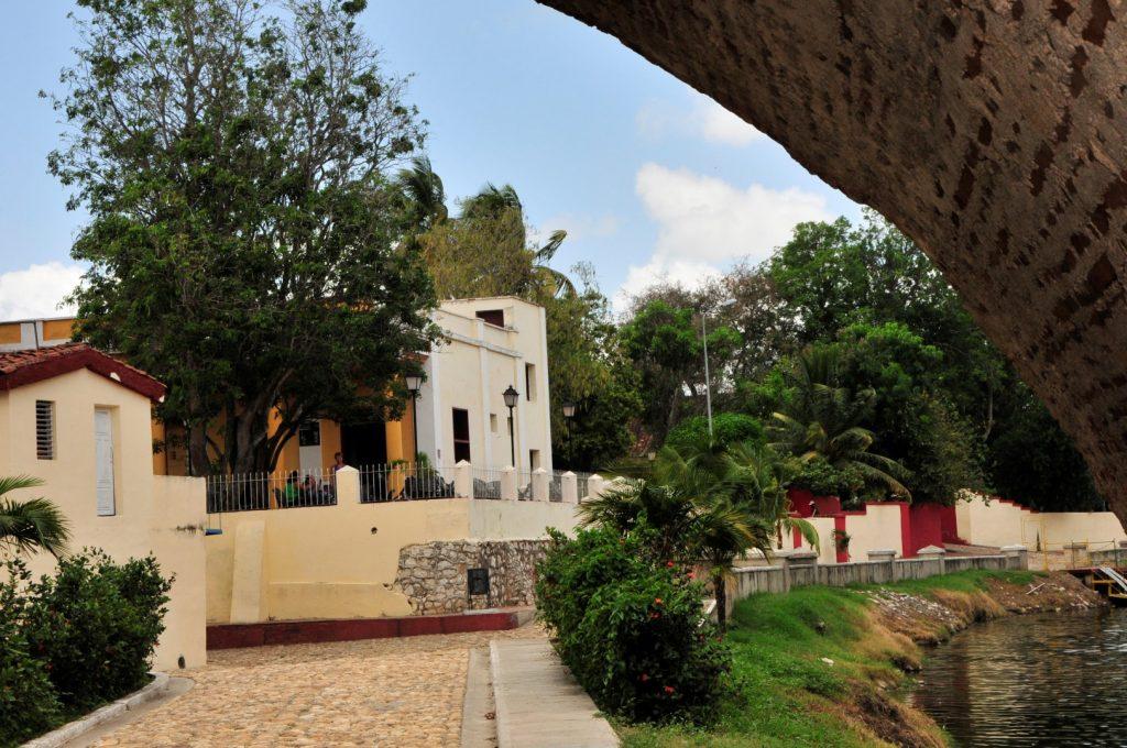 La Casa de la Guayabera no ha cerrado sus puertas. (Foto: Vicente Brito / Escambray)