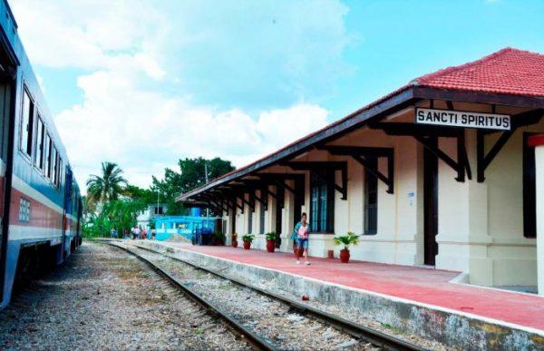 Desde la estación espirituana de ferrorcarril saldrá el tren al mediodía de este domingo.