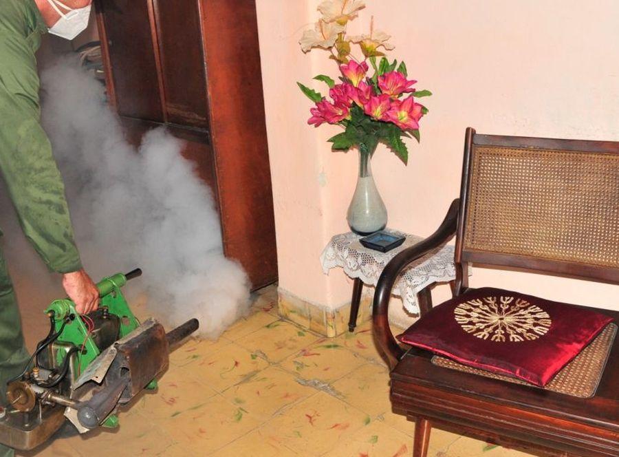 Las autoridades partidistas espirituanas llamaron a incrementar la participación comunitaria en la batalla contra el mosquito. (Foto: Vicente Brito / Escambray)
