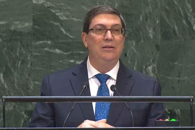 Washington recurre a la persecución de las compañías que transportan el combustible a Cuba, aseguró Bruno Rodríguez. (Foto: PL)