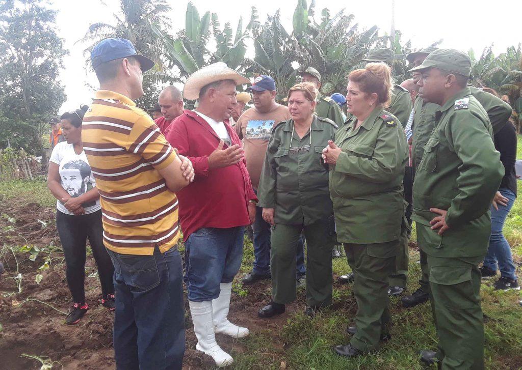 Los campesinos de Guasimal ratificaron su disposición de producir para el pueblo en la paz como en la guerra. (Fotos: Luis Herrera / Escambray)