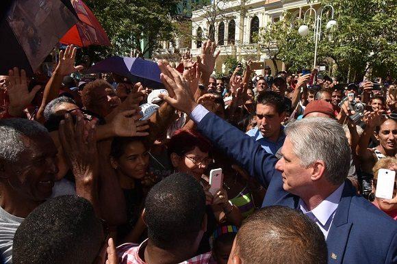 Creemos firmemente en las enormes potencialidades del trabajo colectivo, sostuvo Díaz-Canel en su mensaje. (Foto: Estudios Revolución)