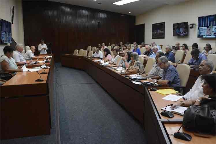 Díaz-Canel sugirió la inclusión en el informe de la economía del comportamiento de esta actividad . (Foto: Estudios Revolución)