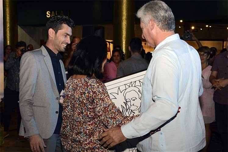 El presidente cubano participó en la entrega de reconocimientos de la AHS a personalidades de la cultura de la isla. (Foto: PL)