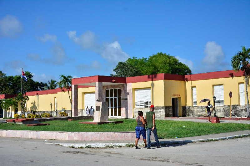 Hospital Municipal Docente Joaquín Paneca, otrora fortaleza militar batistiana, tomada por las fuerzas rebeldes, comandadas por Camilo. (Foto: Vicente Brito / Escambray)