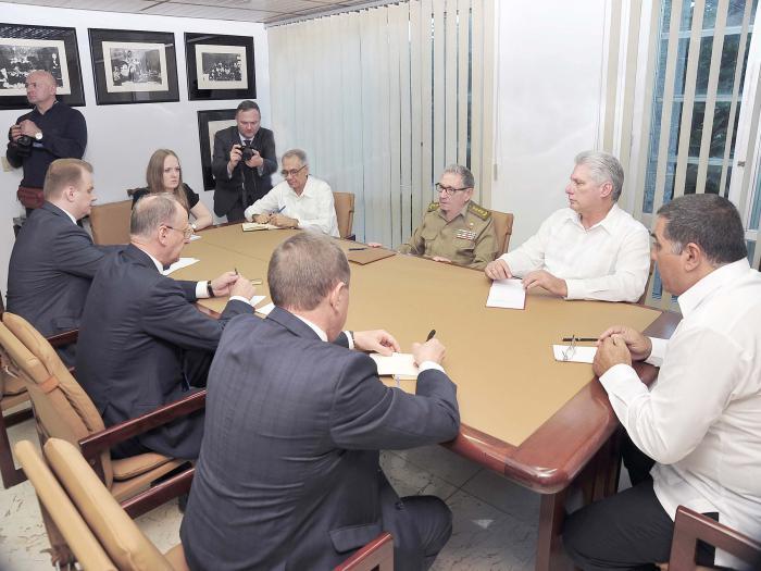 El excelente estado de las relaciones entre Cuba y Rusia se puso de manifiesto en el encuentro. (Foto: Estudios Revolución)