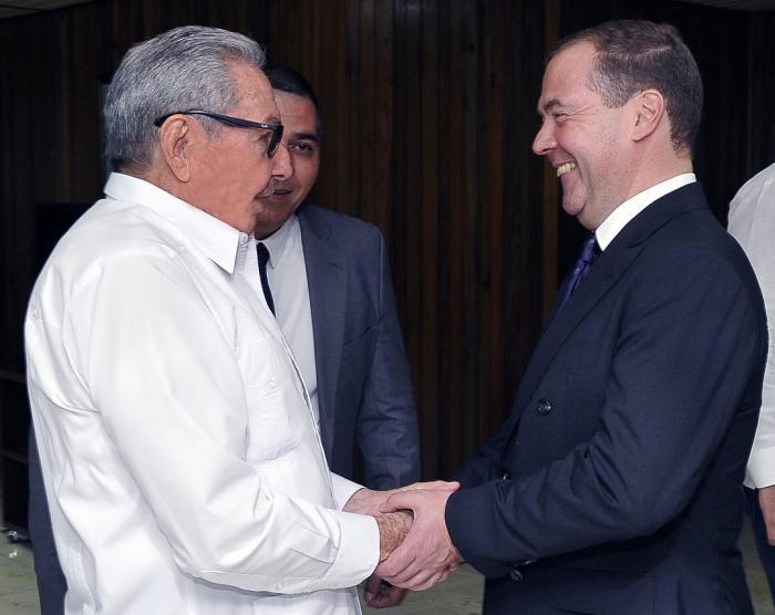 Raúl y Medvedev durante su encuentro en La Habana. (Foto: Estudios Revolución)