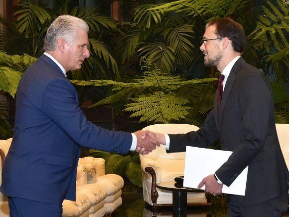 Recibe Díaz-Canel al Excmo. Sr. Tomas Wiklund, embajador del Reino de Suecia.