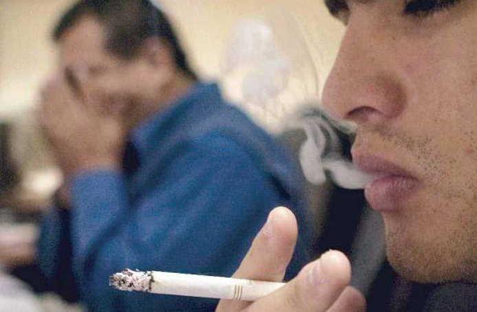 La ingenuidad les impide comprender a muchos jóvenes cómo el tabaco incide sobre su salud. (Foto: Archivo de Granma)