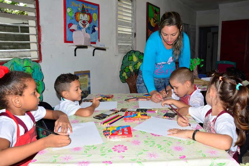 Los niños y niñas que cursan el preescolar en el círculo infantil Los muñequitos atrapan las horas de trabajo de Isvey González Ibarra. (Foto: Vicente Brito)