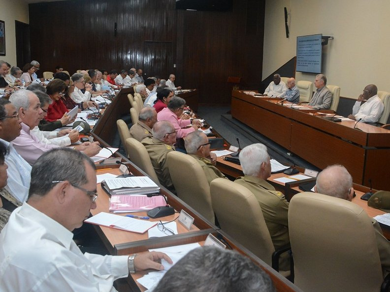 La reunión del Consejo de Ministros estuvo presidida por Miguel Díaz- Canel. (Foto: Estudios Revolución)