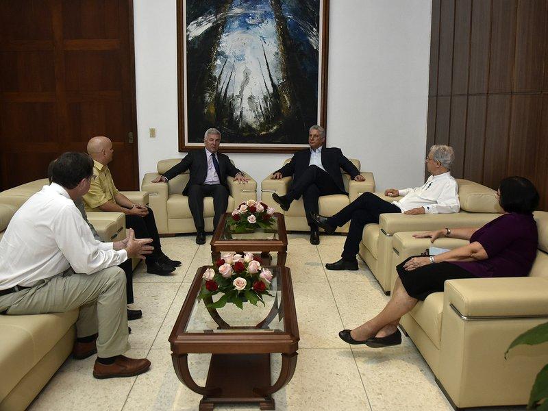 El presidente cubano recibió a líderes religiosos. (Foto: Estudios Revolución)