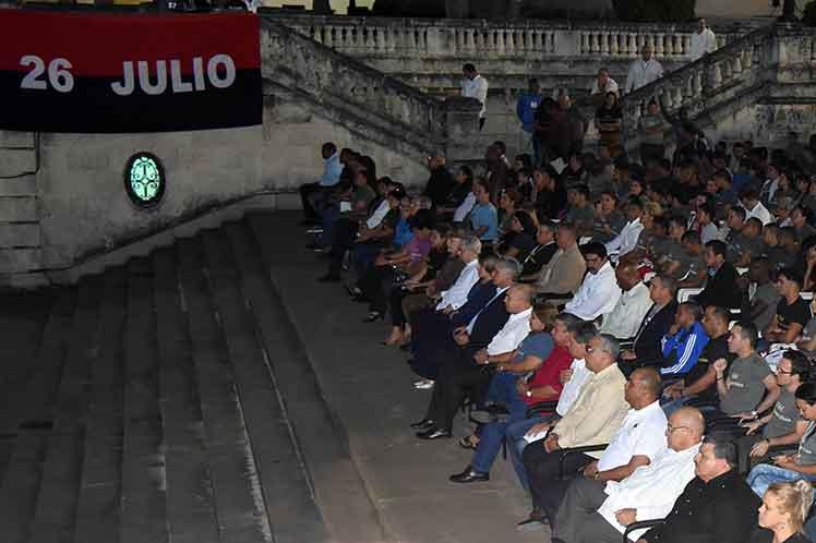 El presidente cubano Miguel Díaz-Canel y otros dirigentes de la Revolución participaron en la velada. (Foto: PL)