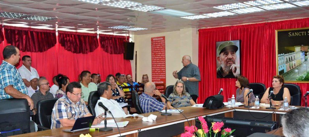 En intercambio con directivos del sector, Tapia exhortó a desarrollar el sentido de pertenencia.