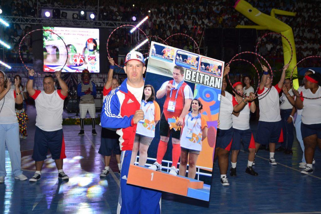 Yoandy Beltrán fue reconocido por ser el atleta más integral de la delegación cubana a los Juegos Mundiales de Olimpíadas Especiales. (Fotos: Vicente Brito / Escambray)
