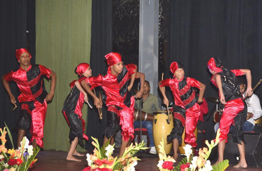 Los movimientos danzarios estremecieron al coloso yayabero.