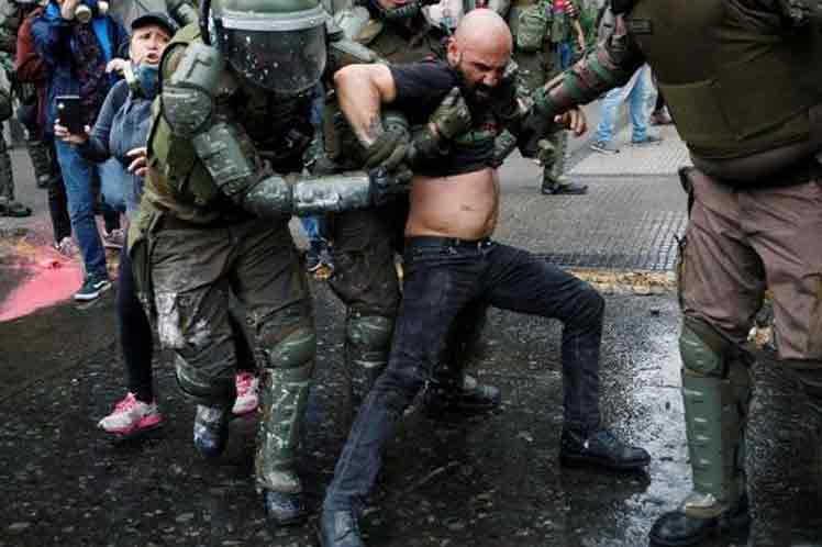 chile, derechos humanos, sebastian piñera, manifestaciones, toque de queda