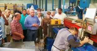 cuba, ciego de avila, miguel diaz-canel, presidente de la republica de cuba, calentadores solares