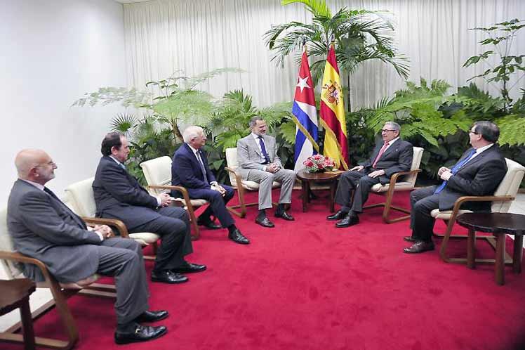 Su Majestad el Rey de España realiza visita de cortesía a Raúl. (Foto: Estudios Revolución)