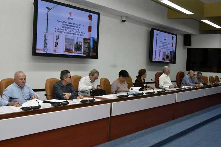 El presidente cubano encabezó el análisis de importantes programas del país. (Foto: Estudios Revolución)