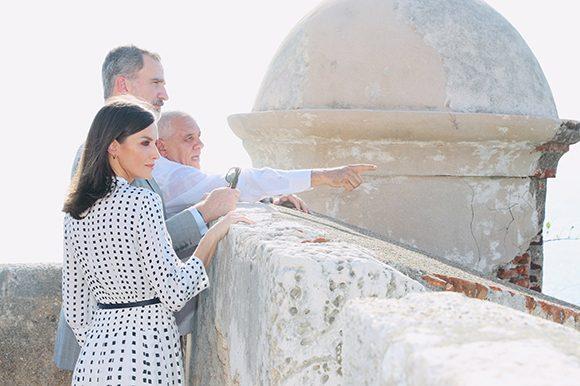 Visita del rey Felipe VI y doña Letizia al Castillo de San Pedro de la Roca del Morro. (Foto: @CasaReal)