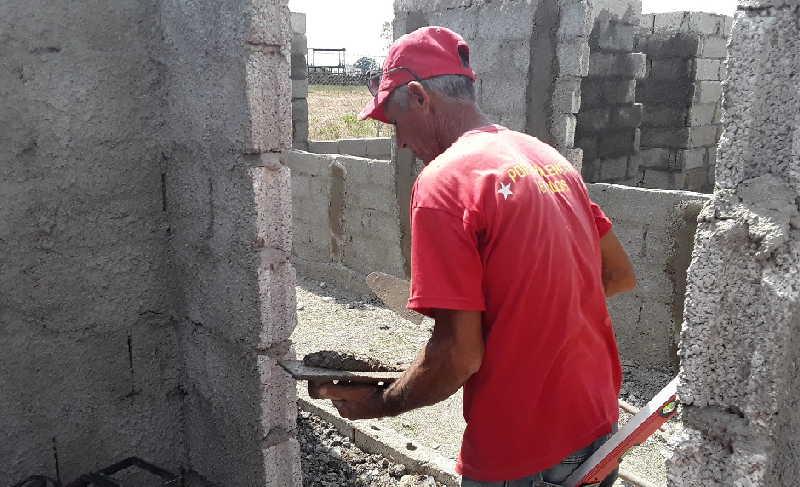 La falta de mano de obra limita el avance de la construcción de viviendas de muchos de los subsidiados.
