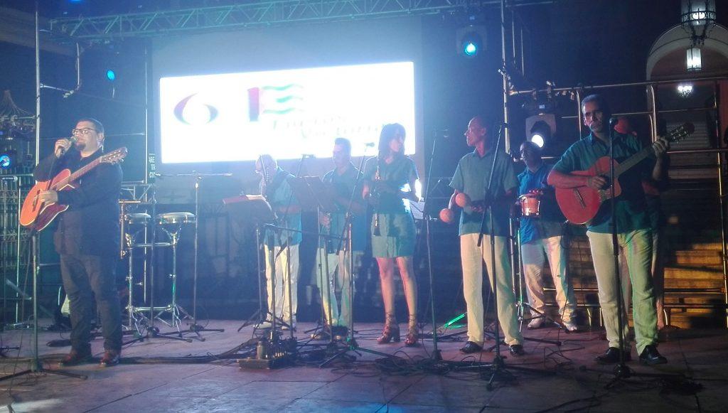 El trovador Eduardo Sosa compartió con proyectos musicales del patio. (Fotos: Lisandra Gómez)