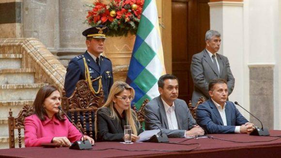 El gobierno de facto expulsa diplomáticos de México y España (Foto: Twitter @JeanineAnez)