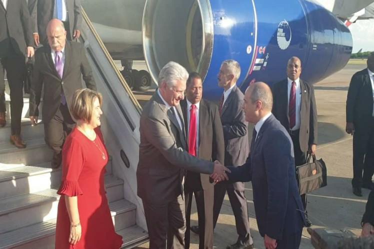 Díaz-Canel tocó suelo de Buenos Aires en el Aeropuerto Internacional Ministro Pistarini. (Foto: PL)