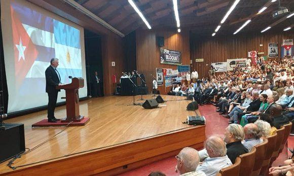 El presidente cubano intervino en el acto de solidaridad con la isla desarrollado en la Universidad de Buenos Aires. (Foto: Cancillería Cuba/Twitter)