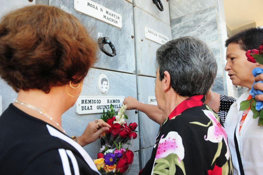 Cada 7 de diciembre, los espirituanos rinden tributo a sus mártires internacionalistas. (Fotyo: Vicente Brito / Escambray)