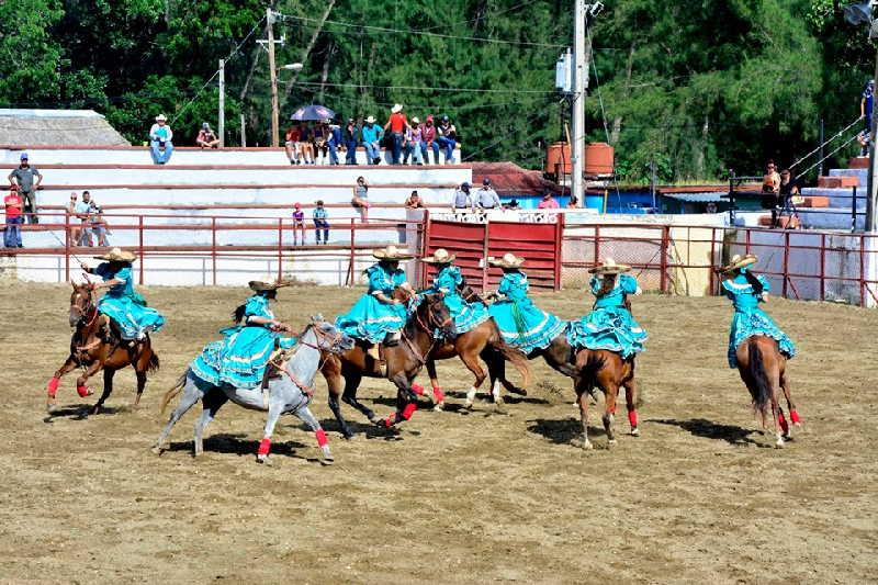 Desde edades tempranas la tradición del rodeo se impregna en las jóvenes generaciones. (Fotos: Vicente Brito / Escambray)