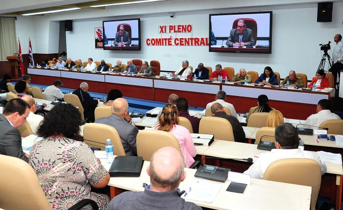 Raúl convocó a hacer del ahorro una batalla diaria en Cuba. (Foto: PL)