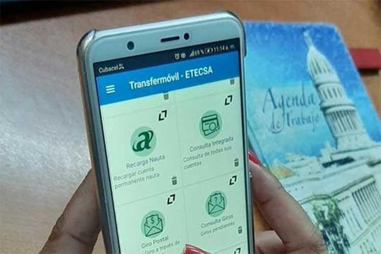 Transfermóvil permite realizar transferencias  bancarias, recargar saldo del celular y otras acciones. (Foto: PL)
