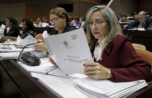 Diputados durante la sesión plenaria del cuarto período ordinario de sesiones de la IX Legislatura del Parlamento cubano. (Foto: Abel Padrón Padilla/ Cubadebate)
