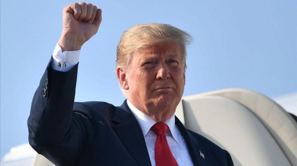 Trump rubricó la ley en la Base de la Fuerza Aérea Andrews antes de partir hacia Florida, para  las vacaciones de fin de año,  (Foto: PL)
