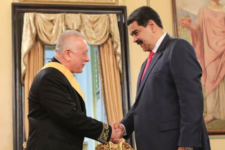 Maduro impone Orden Francisco de Miranda a embajador ruso, Vladimir Zaemskiy