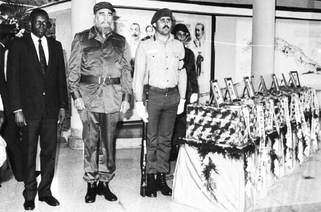 Fidel en El Cacahual, junto al entonces presidente angolano José Eduardo Dos Santos, rinde tributo a los mártires internacionalistas. (Foto: Archivo)