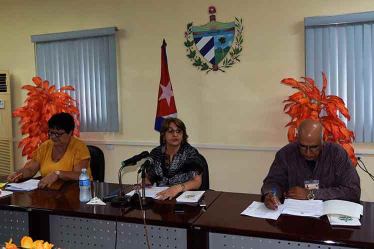 Alina Balseiro anunció que fueron electos todos los gobernadores y vicegobernadores en Cuba. (Foto: PL)