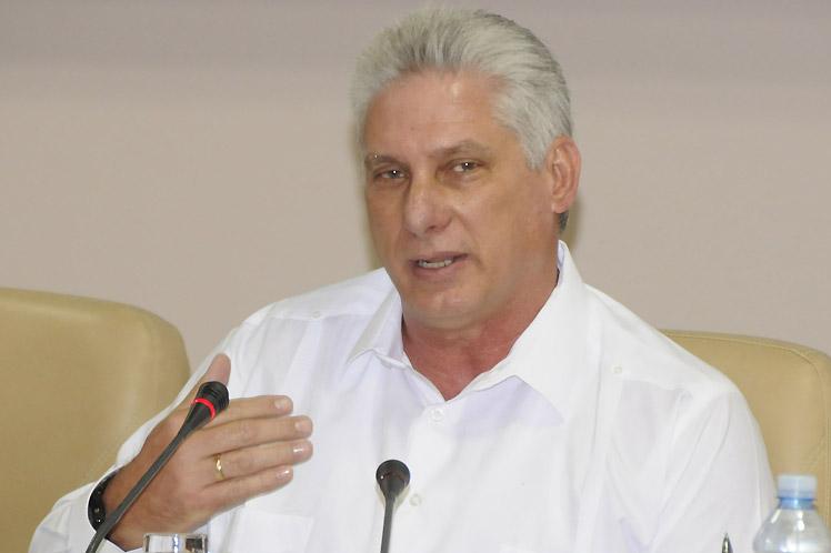 'Contamos con ustedes para continuar perfeccionando la labor de  gobierno', escribió Díaz-Canel en Twitter. (Foto: PL)