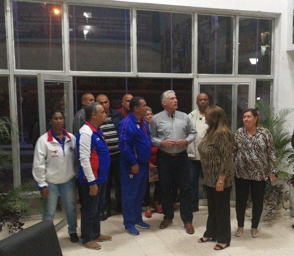 El presidente cubano a su llegada al Polideportivo Yayabo. Foto: Presidencia de la República.