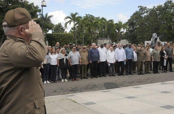 El acto solemne se realizó en el Panteón de los Veteranos de la necrópolis de Colón, con la presencia de Raúl y Díaz-Canel. (Foto: Jorge Luis Sánchez)